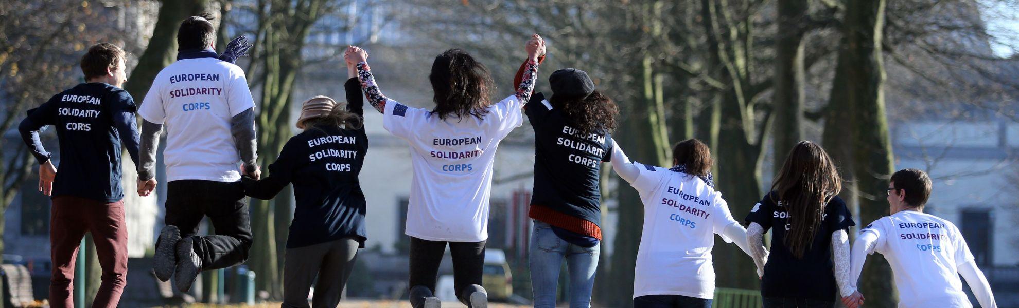 Concorso #EUSolidarityCorps: inventa la tua t-shirt per il Corpo europeo di solidarietà!